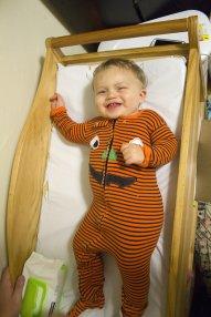 dziecko w piżamce